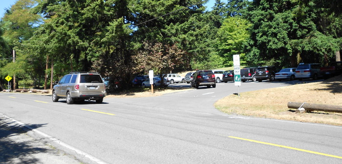 Photo of parking lot in western part of Northacres Park.